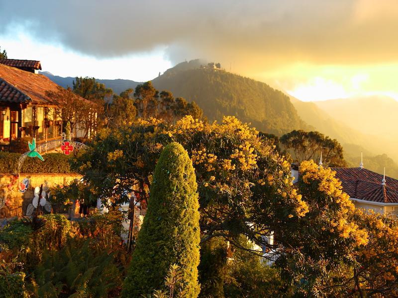 Landschaft mit grünen Hügeln in Kolumbien